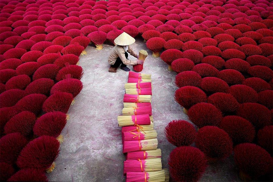 Cantiknya bunga bunga kat sini ! 🥰🥰 🌺🌹 Eh, bunga ke colok tu ? Confius Jie 🥴  📍 Quang Phu Cau,Hanoi Vietnam  #RajaCuti #RCLocalSecret #Vietnam #Hanoi #instagood #earthpix #sunset #wonderful