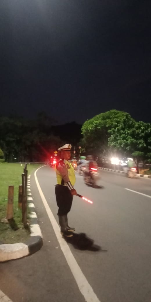 18.59 Situasi lalin di Interchange Cawang Jaktim terpantau lancar