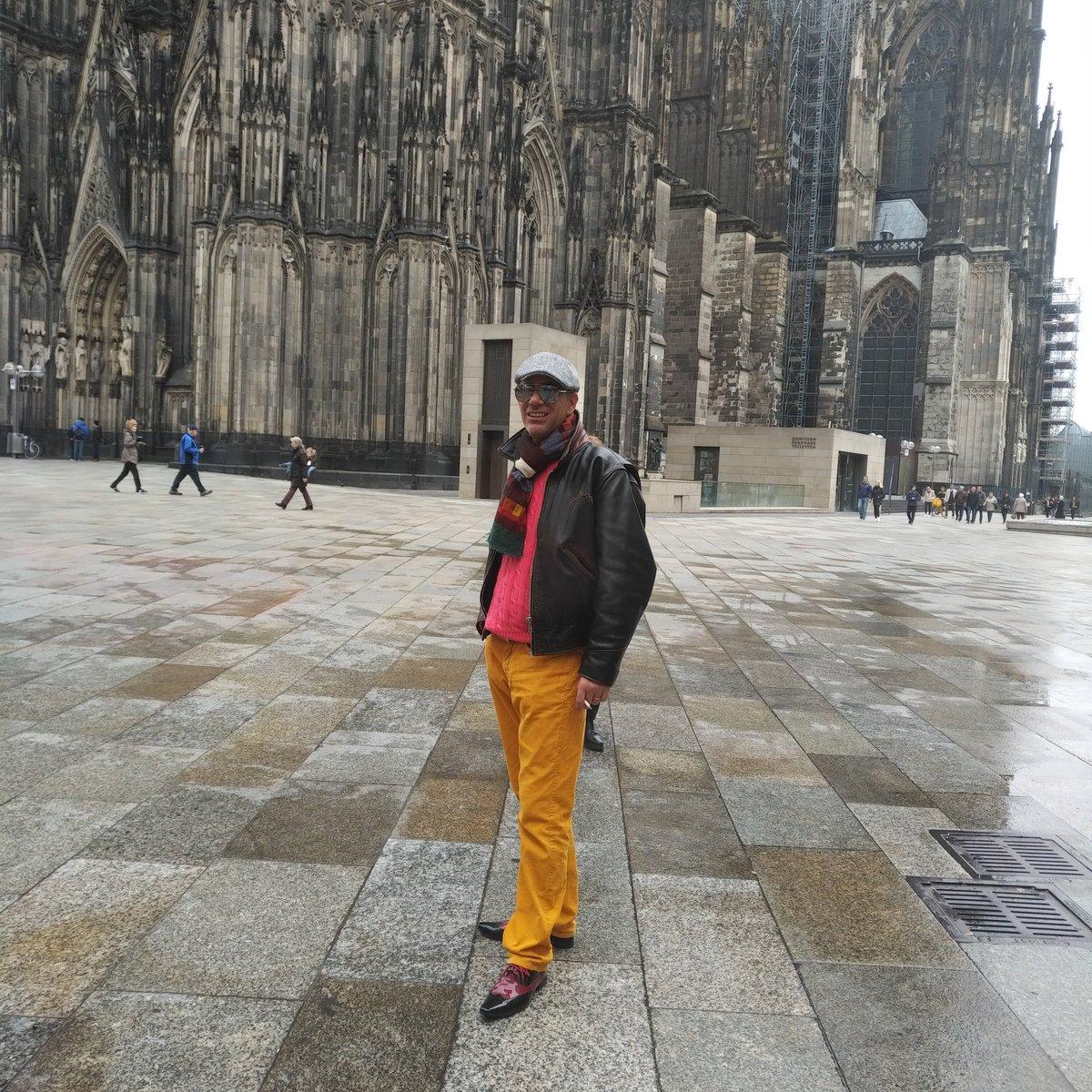 """Ick wurde letztens mal gefragt, warum ick #Köln so anziehend finde.  Meine Antwort:  """"#Kölle ist eine bezaubernde Stadt, weil sie die umwerfende @WolfMalca  und die umwerfende @juliefromspb  hat"""". pic.twitter.com/WKiMVM1YF3"""