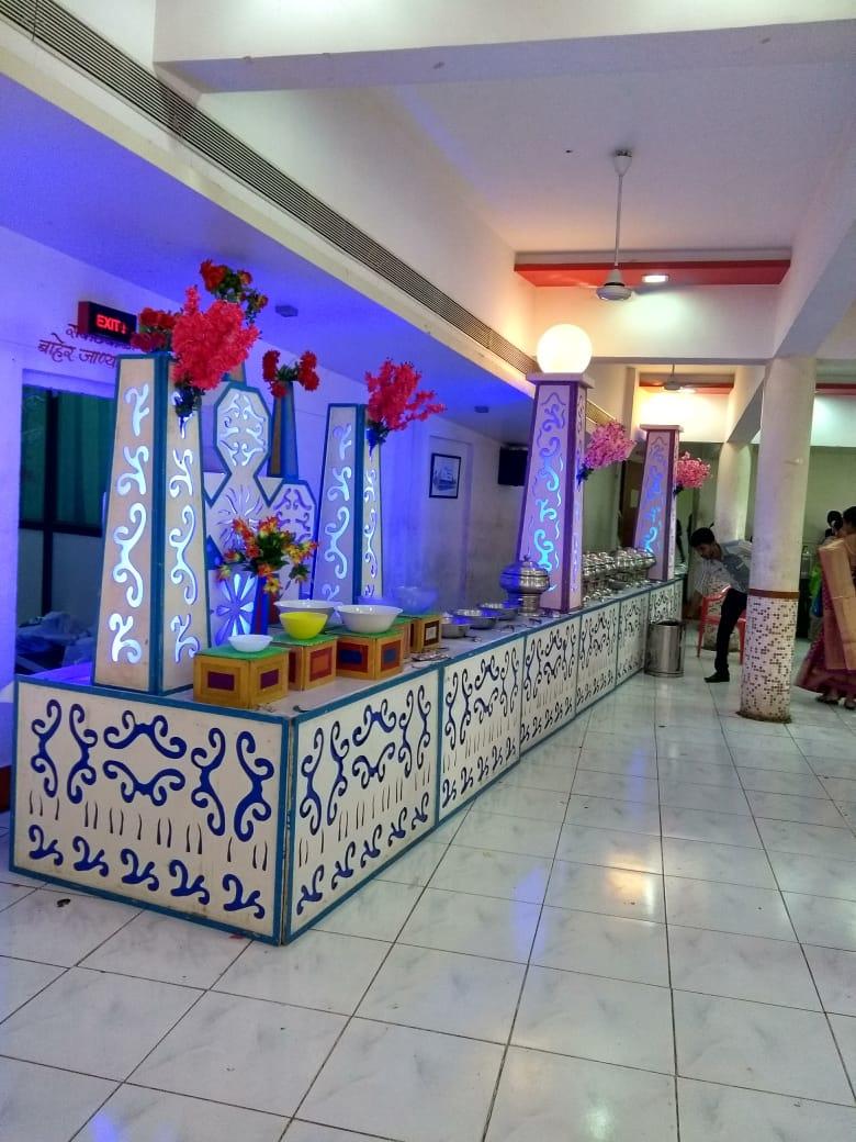 We can't stop gazing at this beautiful decor at every angle.#desiwedding #indianbrides #stagedecor #minimalistdecor #floraldecor #destinationwedding #beautifuldecor #weddingday #eventdecorators #WeddingPlannerpic.twitter.com/aKcwKUDOK7