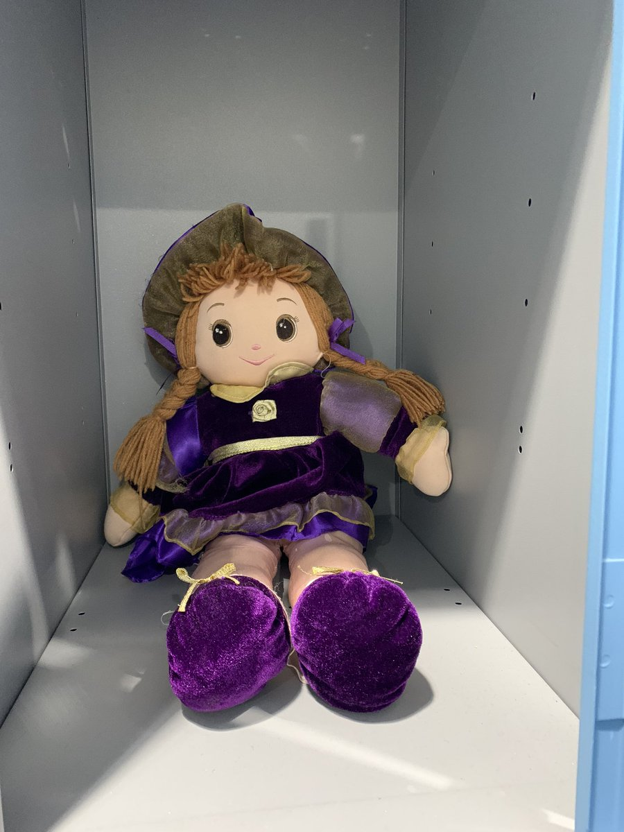 Hey @TheGymGroup Why is this loitering in locker 33 in Stockport? It's been there for ages and as a creature of habit I keep opening the locker and getting quite the (momentarily terrifying) surprise pic.twitter.com/lJeqvqBTII