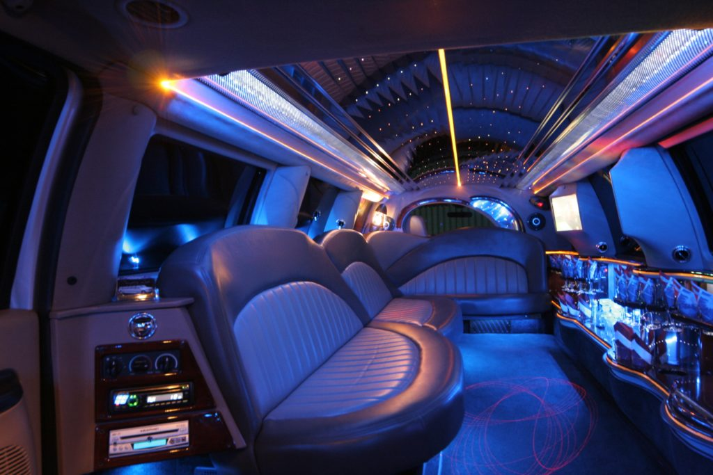 Are you a high-school scholar? Is prom night knocking at your door? And looking for a luxury #transfer option to go out to #prom? If your answer is yes, just stop searching and let Dorchester Limo help you out.  https://www. dorchesterlimo.net /   <br>http://pic.twitter.com/qS65Vg4CDZ