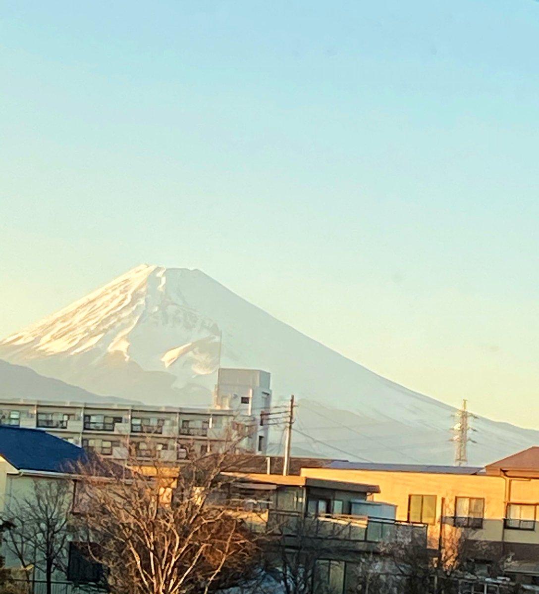陽が沈む前の 今日の富士山🗻 #monsta_x7 #monstax #monbebe #AllAboutLuv  日本から 祈ります🙏✨ 7人に  会いたい🐻🐰🐶🐹🐢🐝🐺💖 @OfficialMonstaX  @Official_MX_jp