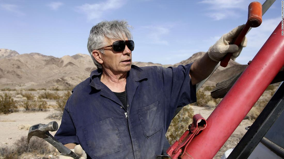 Daredevil 'Mad Mike' Hughes died during an attempt to launch a homemade rocket cnn.it/2wAxsqJ