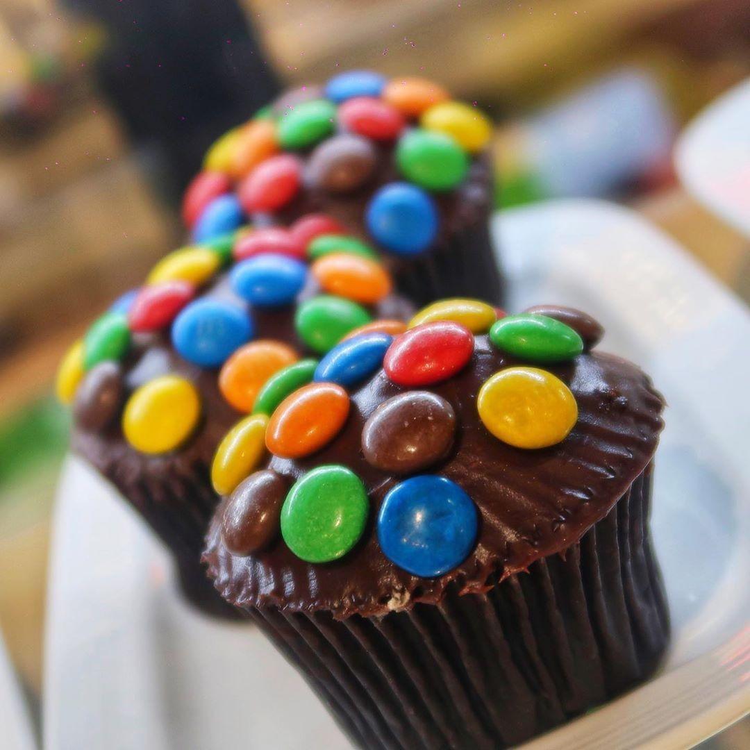 #thankyou for the #Click @johnlerieserrano_vlog . Order online:http://bit.ly/2KZxPQa . #food #foodphotography #foodies #foodblogger #foodstagram #foodie #foodiesofinstagram #sweet #cupcakes #tasty #orderonline #delicious #dubaifoodies #abudhabifoodie #uaerestaurants pic.twitter.com/pIk1YGdYlR