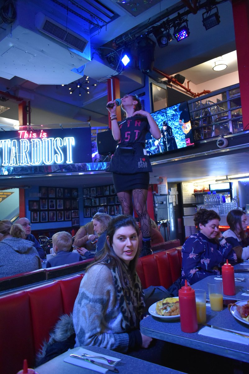 test ツイッターメディア - 歌うダイナー「Ellen's Stardust Diner」は、めちゃ楽しかった♪ #ニューヨーク #NewYork https://t.co/OCsm1fgm1R