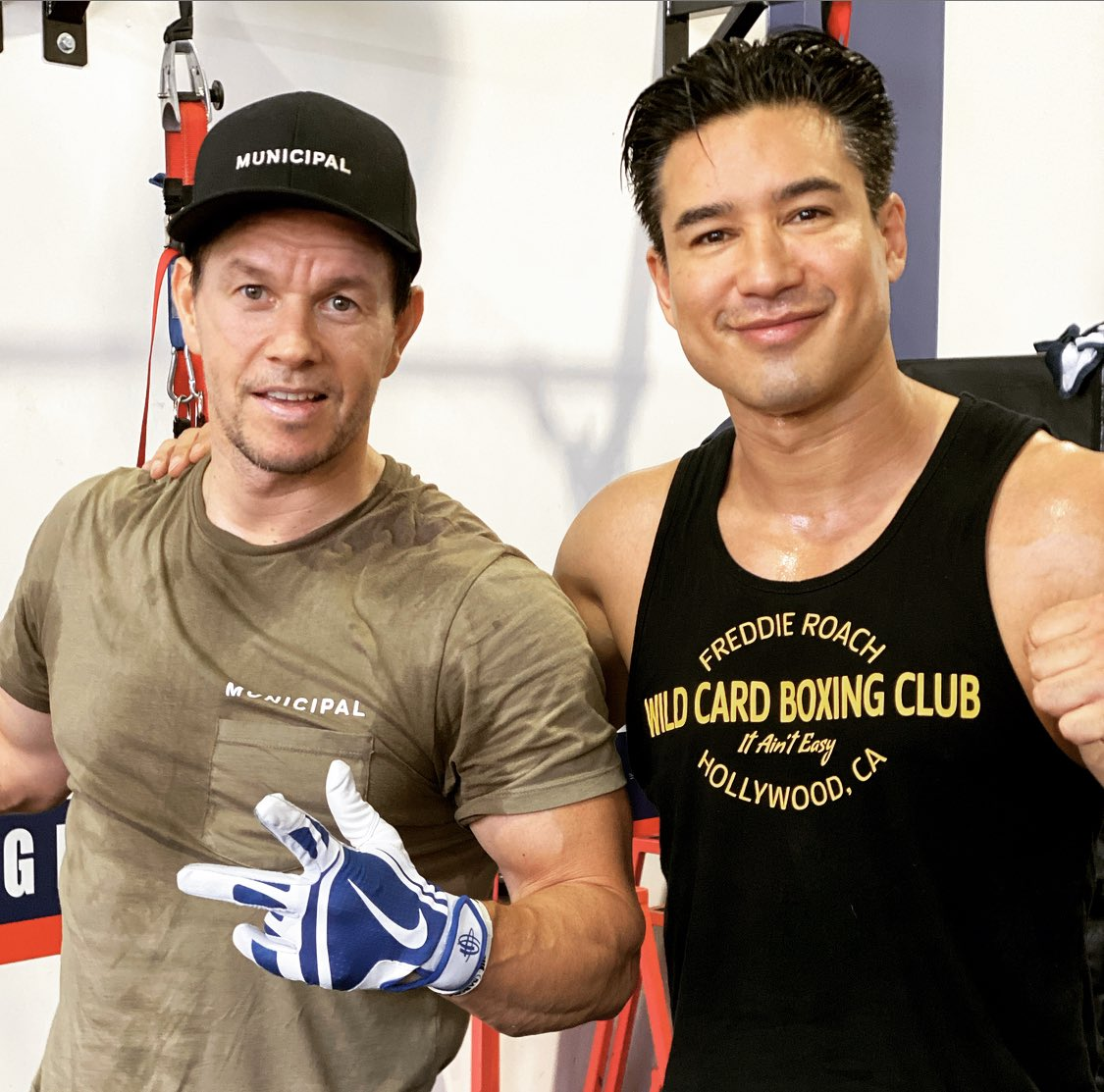 Gettin' it in with the homie. This is how we wake up on a Sunday! @markwahlberg @F45Training #TeamTraining
