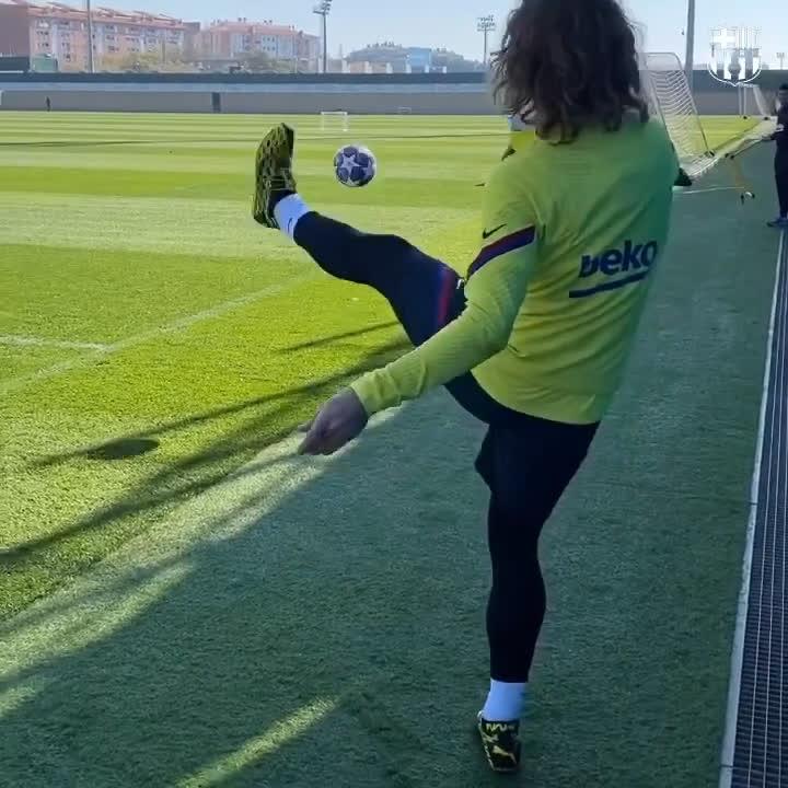 RT @FCBarcelona_es: 💫 @AntoGriezmann  🕺 https://t.co/5jW19XBMpg