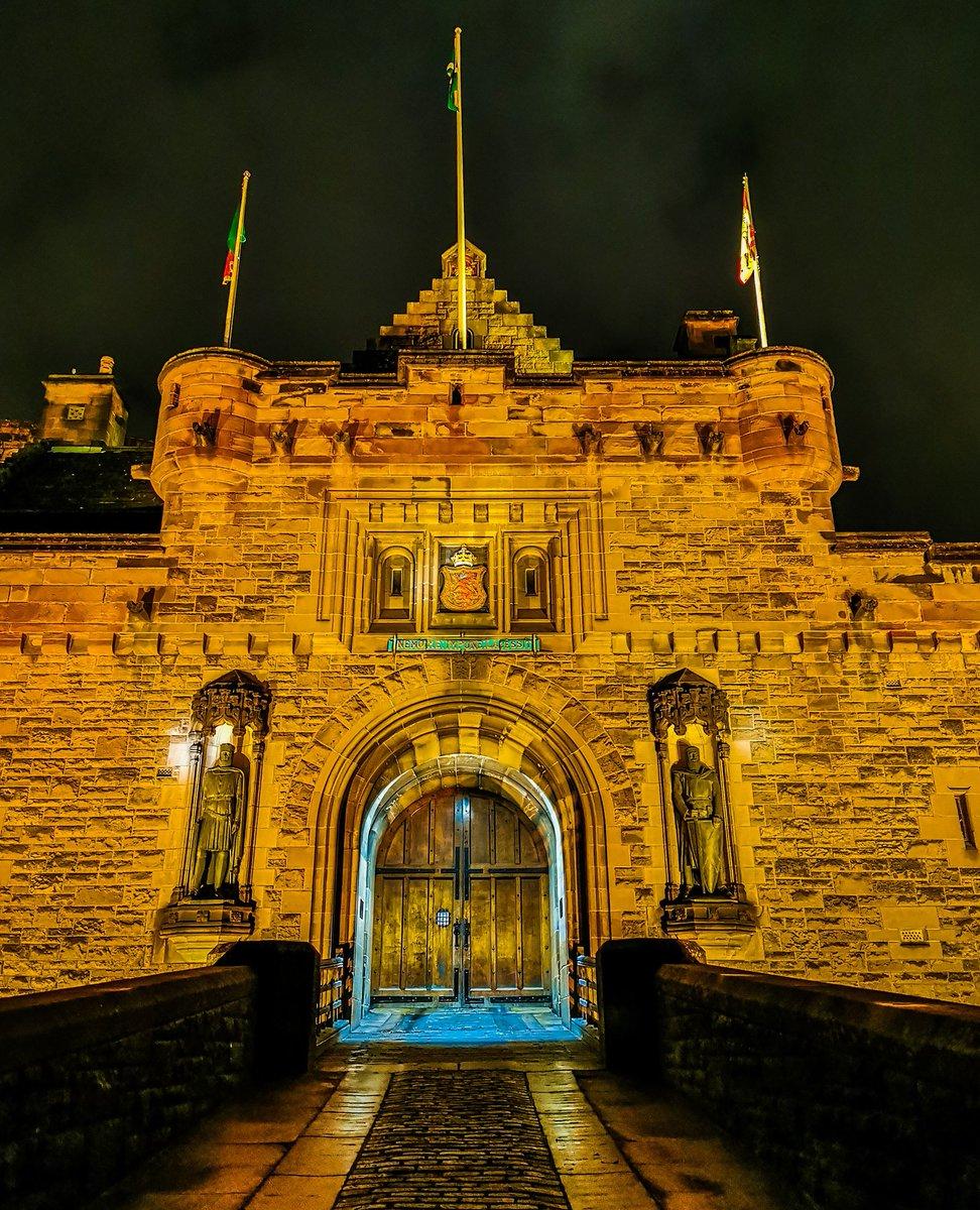No entry at the gate.   #castle #gate #entrance #door #edinburghcastle #night #edinburgh #scotland