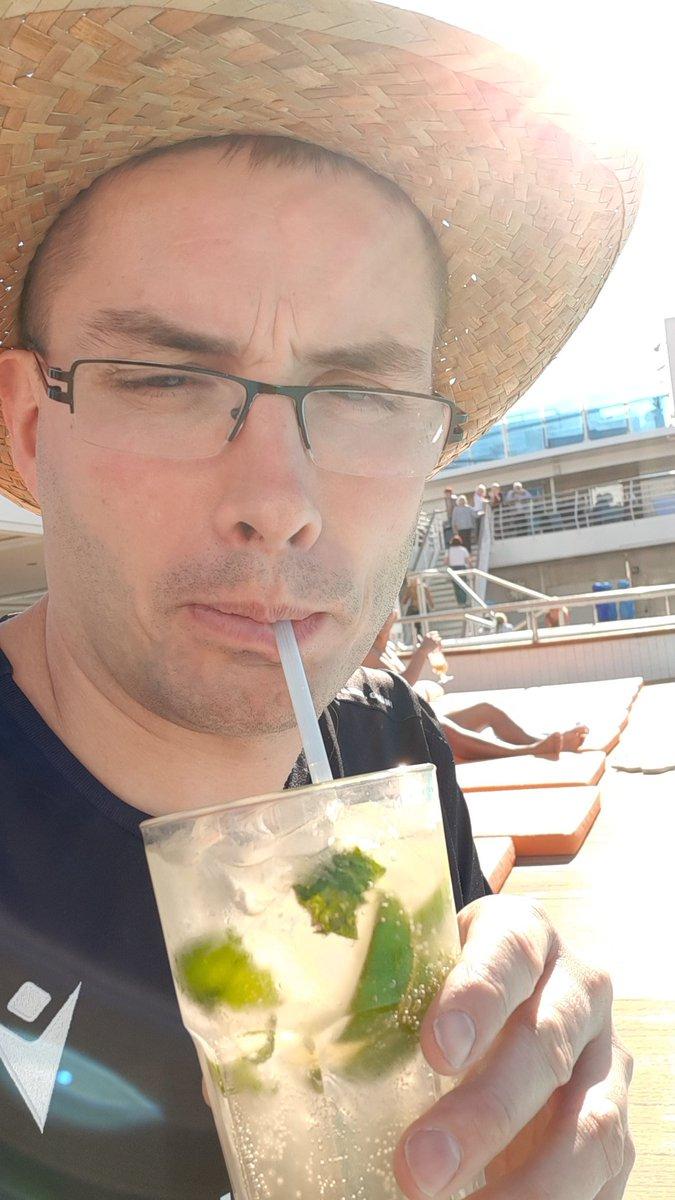 Geiles Wetter lecker Cocktails was will man mehr #tui #Urlaub #Mallorca #kreuzfahrt #Hannover #relaxpic.twitter.com/H5F58UXtll
