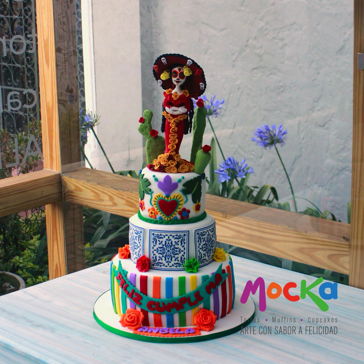 Una bella torta con temática Mexicana. No importa cuál sea la ocasión, en @MockaPasteleria interpretamos la idea que tengas en mente y la hacemos una realidad.   WhatsApp: 3006080239  #mockapasteleria #tortamexicana #ponquemexicano #pastelmexicano #tortacatrina #catrinapic.twitter.com/cNDTCqJyt7