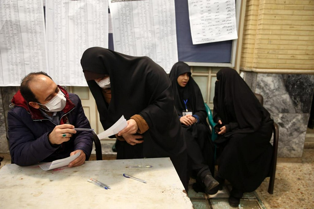 Iran says 43 infected with coronavirus, eight dead: official https://reut.rs/2SSmDcw