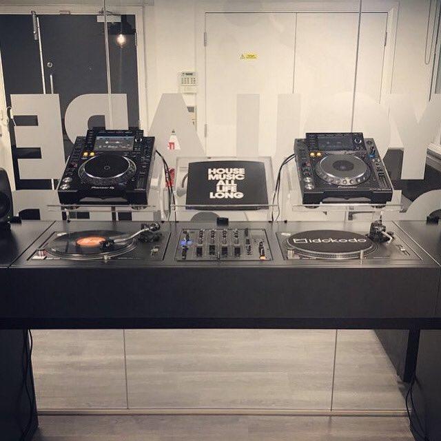 What more does it need this DJ setup??    More at http://globaldjsguide.com  #globaldjs #djproducer #djlife #djing #djset #djsetup #djworld #djbooths #djequipment #djtechno #djtech #housedj #deephousedj #edmdj #djtools #djgear #djingismylife #technodj #pioneerddj #djm #cdjpic.twitter.com/CRbEfnMG6e