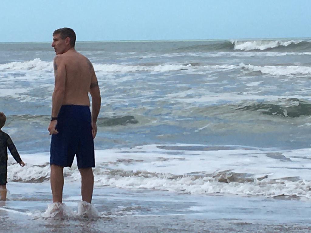 Te imaginas estar en la playa tranqui mirar el mar y que este MARTIN PALERMO en la orilla un veradero sueño