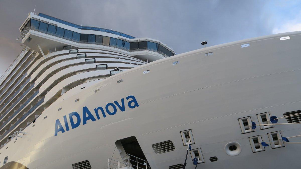 ACTUAL#Crucero #AIDAnova avanza rumbo a #Funchal  desués de retrasos por la situación meteorológica en Canarias.  NEU: AIDAnova nimmt nach Verzögerungen durch die extreme Wetterlage auf den #Kanaren, beschleunigten Kurs auf #Madeira.#Kreuzfahrt #Canarias #Tenerifepic.twitter.com/y9HotNZADJ