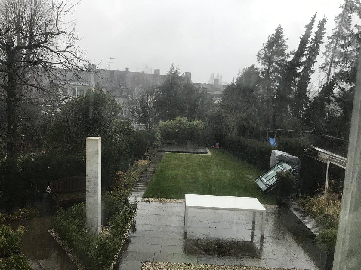 """Sonntag Nachmittag #Wuppertal. Es stürmt und es regnet in Strömen. Herrlich """"verrückte"""" Menschen haben nicht besseres vor als Unterstützerunterschriften einzuwerfen. Ein voller Briefkasten. Danke  liebe Mitbürgerinnen und Mitbürger, danke liebe Demokraten #Wahlkampf2020 pic.twitter.com/aos7xFtEni"""