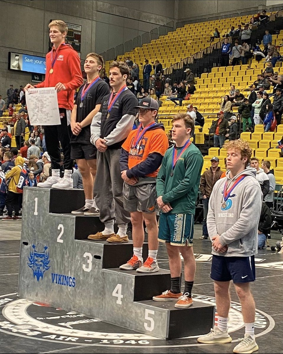 3rd In state! Great way to finish off my final year of wrestling!pic.twitter.com/YAQKI7KaNp