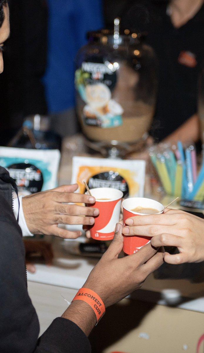 وطبعا @NescafeArabia معانا في كل العروض ويقدمولكم قهوه كلاسيكية ونكهات مختلفة   ومو بس كذا  عندهم حار وبارد واشياء على مزاجكم pic.twitter.com/2EE8A8nwFj
