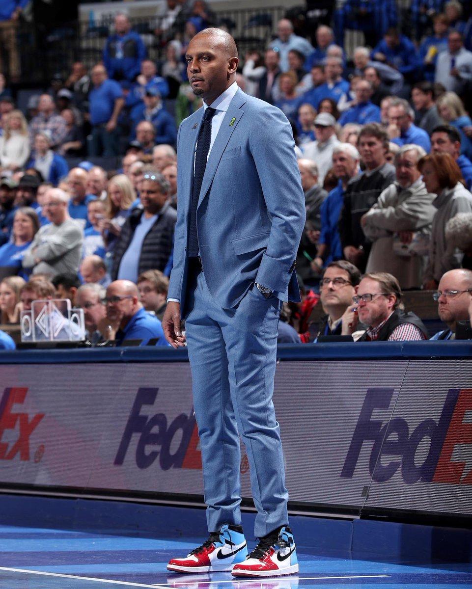 Coach Penny in the UNC➡️CHI Air Jordan 1 Fearless. 📸: Joe Murphy