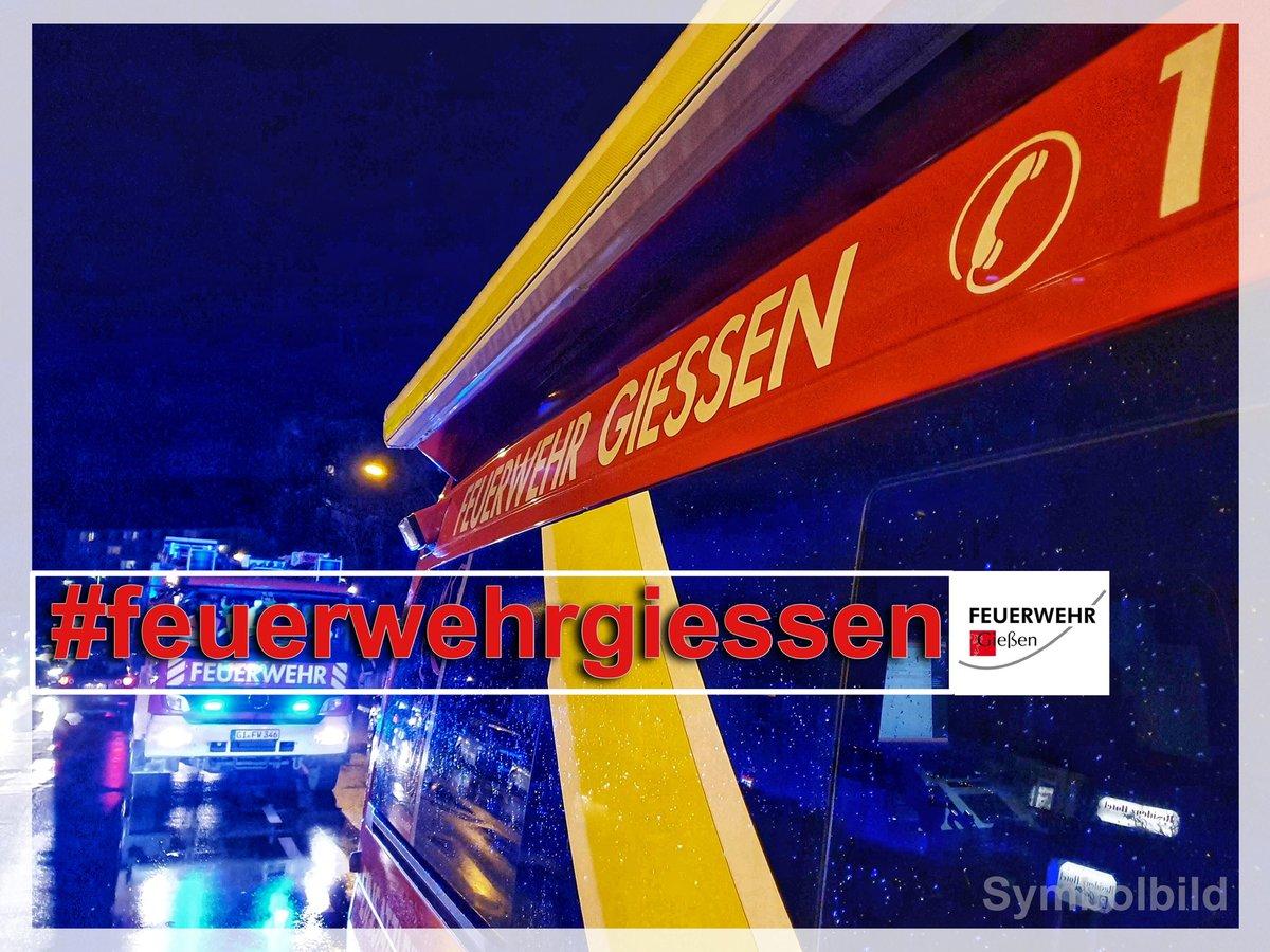 - H- Sturmschaden - klein  - 23.Feb. 16:16 Uhr  - GI- Eichgärtenallee  -   BF - KEF (Kleineinsatzfahrzeug)  Umgestürzter Bauzaun auf Fahrbahn  #giessen112 #fwgi #wirfuergiessen #mittelhessen @stadtgiessen ^fezpic.twitter.com/jYy7dZ2GoZ