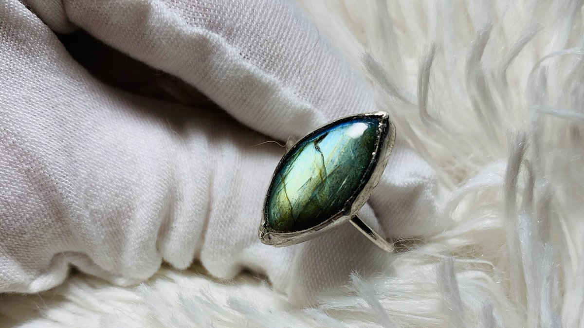 Labradorite  Size 7.5 $30 Purchase here: https://etsy.me/3bUt4TIpic.twitter.com/1VidD5Yhfu