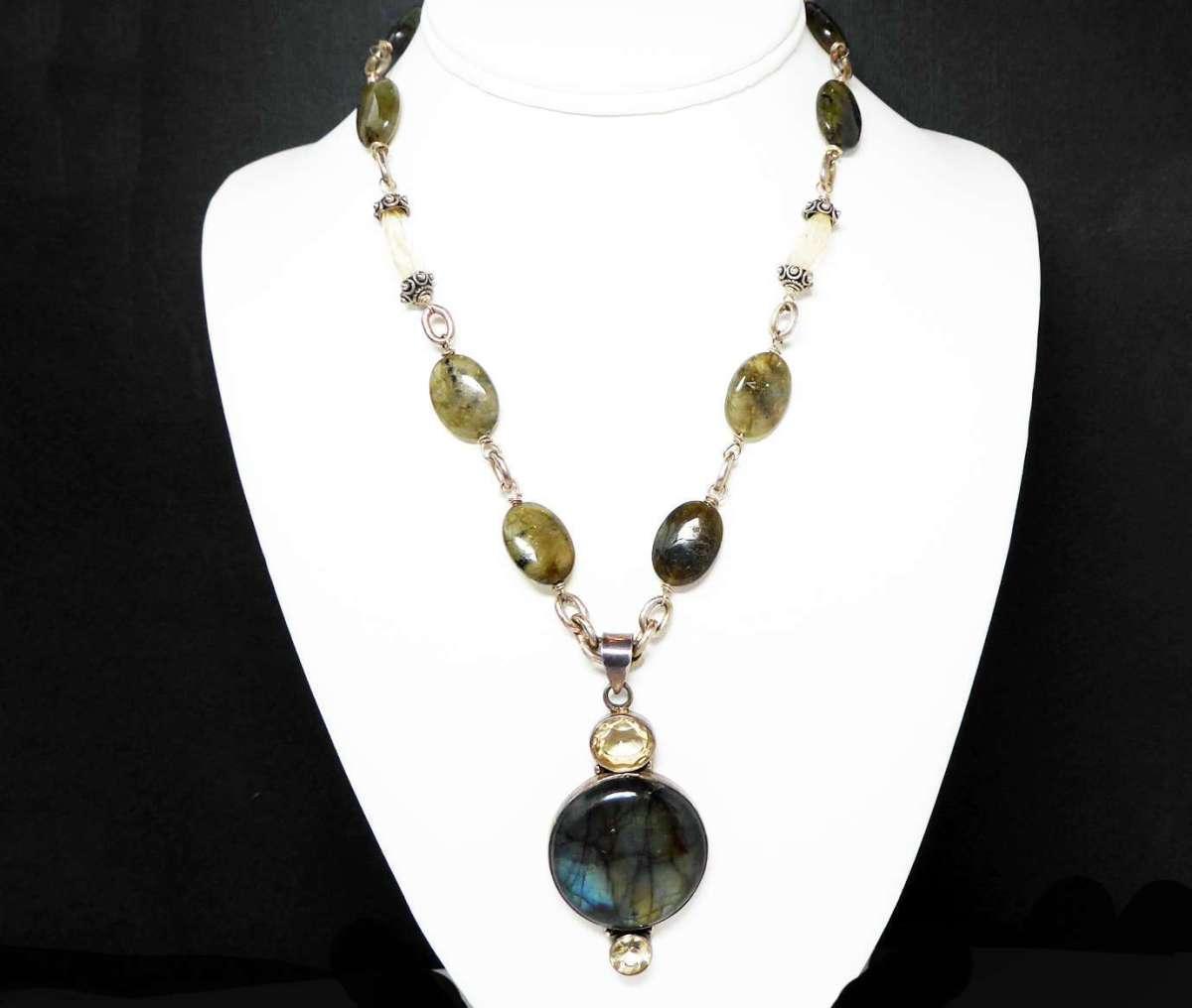 Sterling Silver & Gemstones Pendant Necklace – Iridescent Blue Green Labradorite Gemstone with Faceted Citrine – Vintage Jewelry Signed 925 http://dlvr.it/RQbgk0pic.twitter.com/KSRftJfpyJ