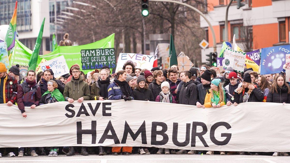 This is what democracy looks like! 😏 #HamburgWähltKlima #HamburgWahl