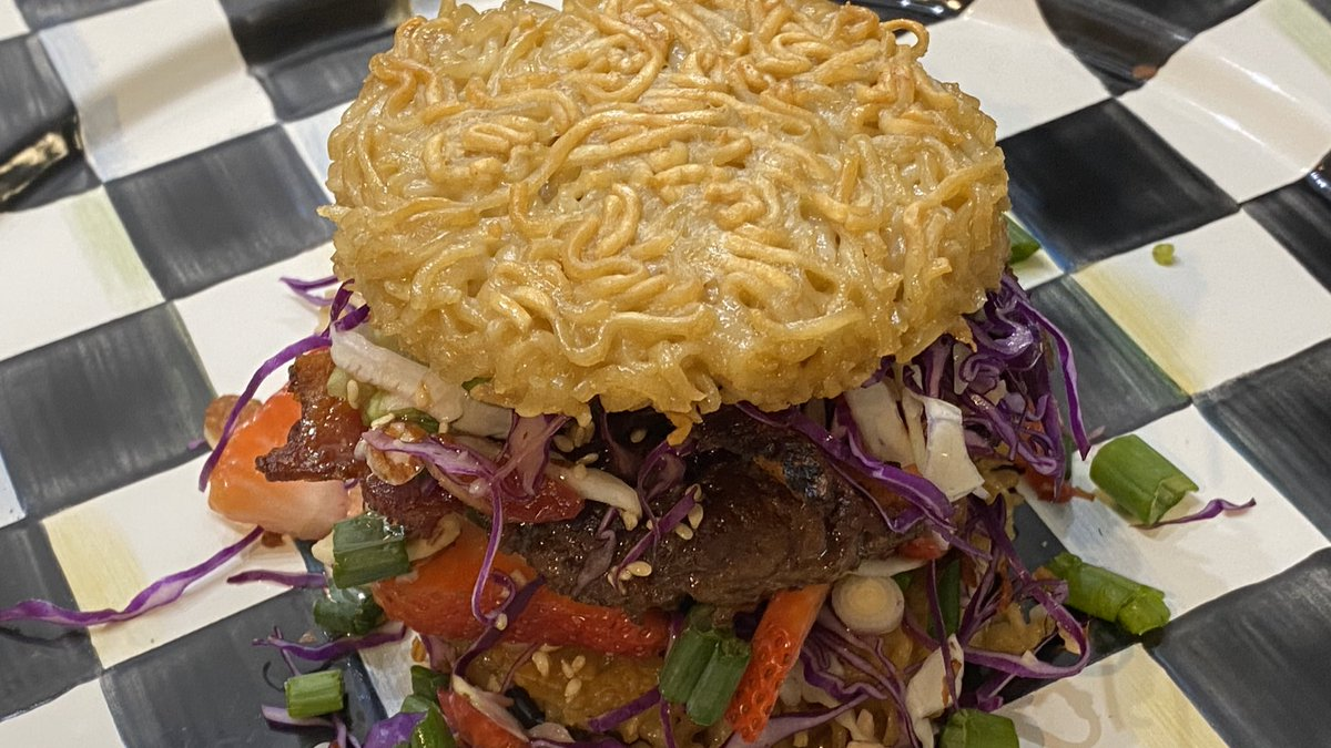 NEW FOOD ALERT! Carousel Concessions has sandwiched a hamburger patty between 2 deep-fried Ramen noodle buns. Complemented with other Asian inspired toppings, it's a first for Festival guests. Find the Ramen Noodle Burger beside the @StingrayChevy display @ #berryfest20.pic.twitter.com/ii8p4hA4oh