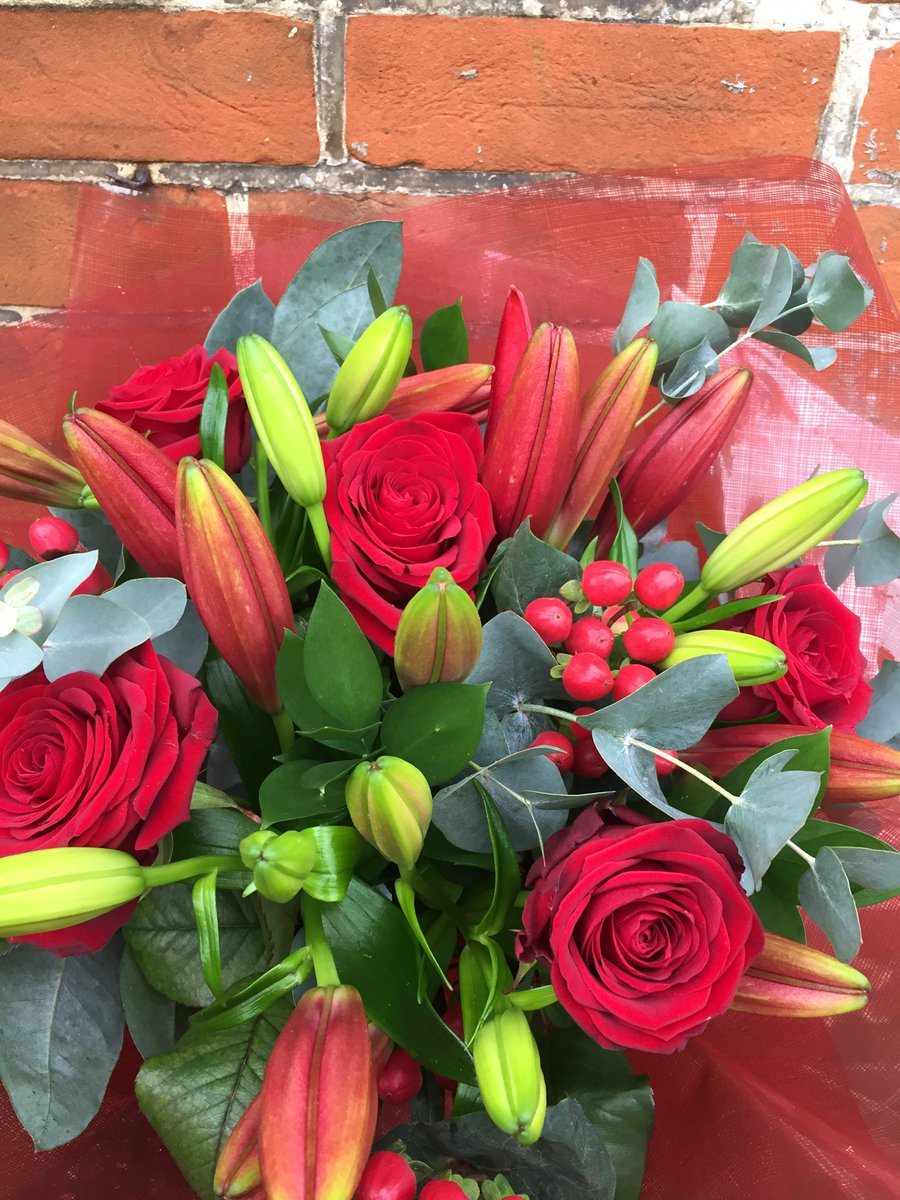Last week was a busy one with Valentines Day 😄❤️🌹#february14 #redrosebouquet #rosesandlilies #romanticflowers #floristlife #suffolkflorist