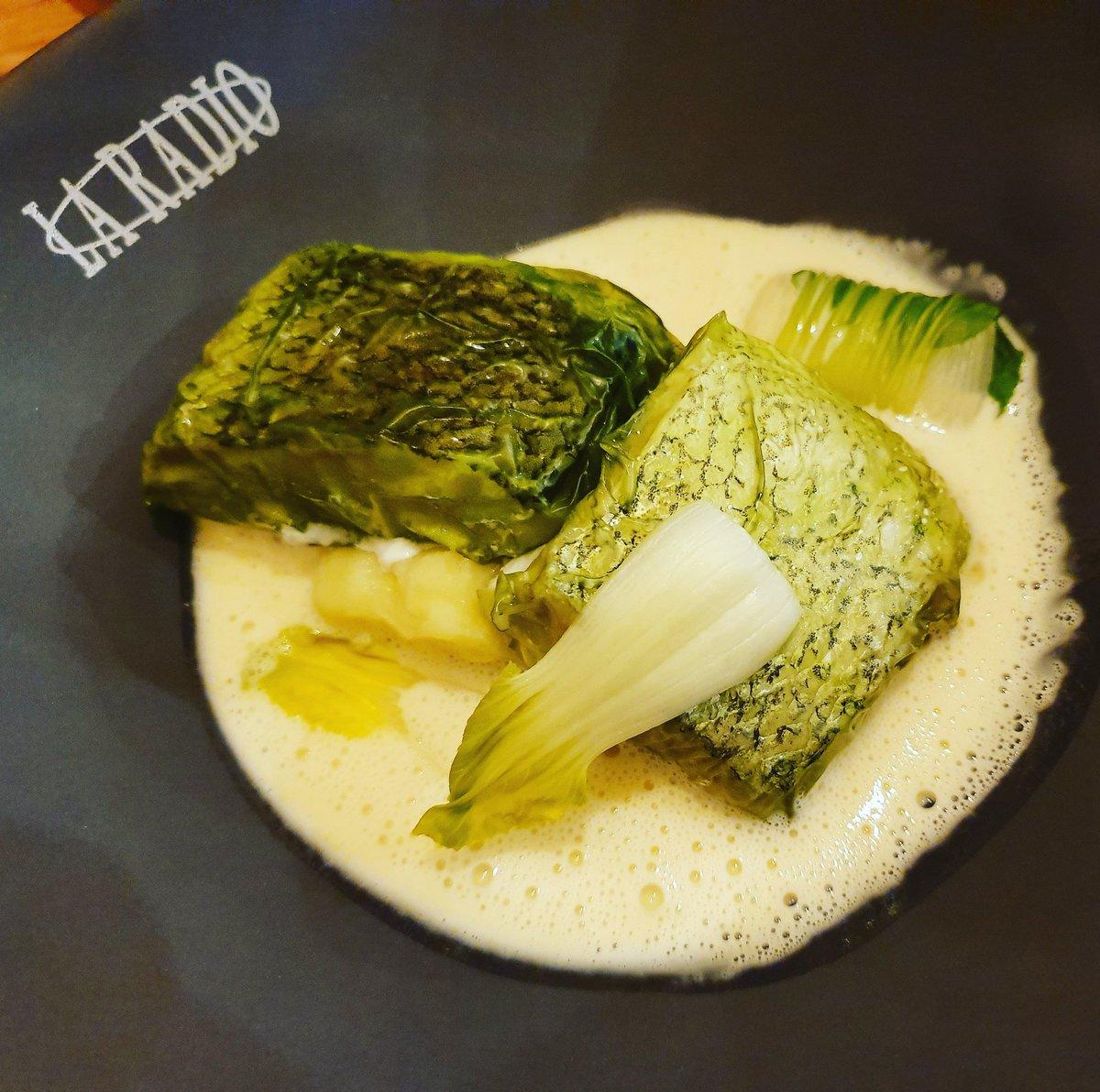 Merluza meuniere y algas en @laradiopepesolla ¡Que ganas teníamos de probar lo nuevo de @pepesolla 😋 #dondecomer  #gastroigers #santiagodecompostela #casasolla #laradio #pepesolla #gastronomia #gastrosensaciones #galicia  #galiciamola #restaurantes #foodies #foodplaces