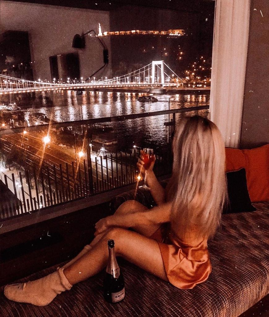 Good night Budapest! We love View!  #marriottbudapest #view #sightseeing #roomwithaview #iconicbeyondtheview #hotel #mariotthotels #night #sunday #letyourmindtravel