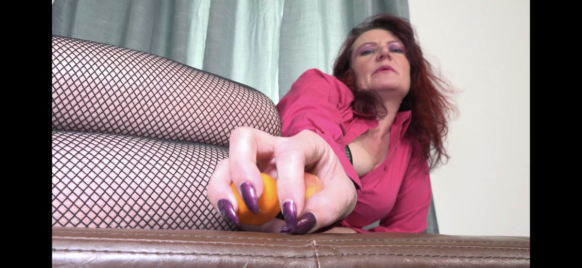 Giantess coming soon#clips4sale #chastity #clementine #Giantess #domination #SeductiveSunday #AdultWork #ballbusting https://t.co/6fbfHpHVBa