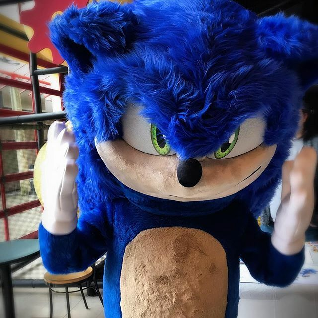 Sonic is here today!!! We'll be hanging with sonic until 12:30 today 😄 . . . #granvilleislandkidsmarket #kidsmarketgranvilleisland #granvilleisland #kidsmarket #vancouver #sonicthehedgehogmovie #cool #fun #kids