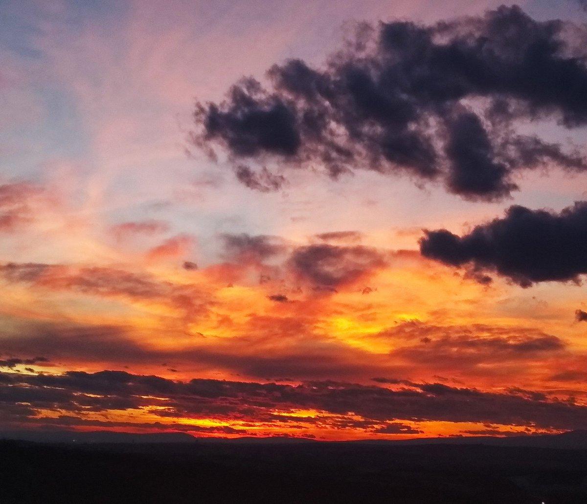 Burning sky 🔥 #Hungary #sunset #FEBRUARY #sky #skycolors #nature #NaturePhotography