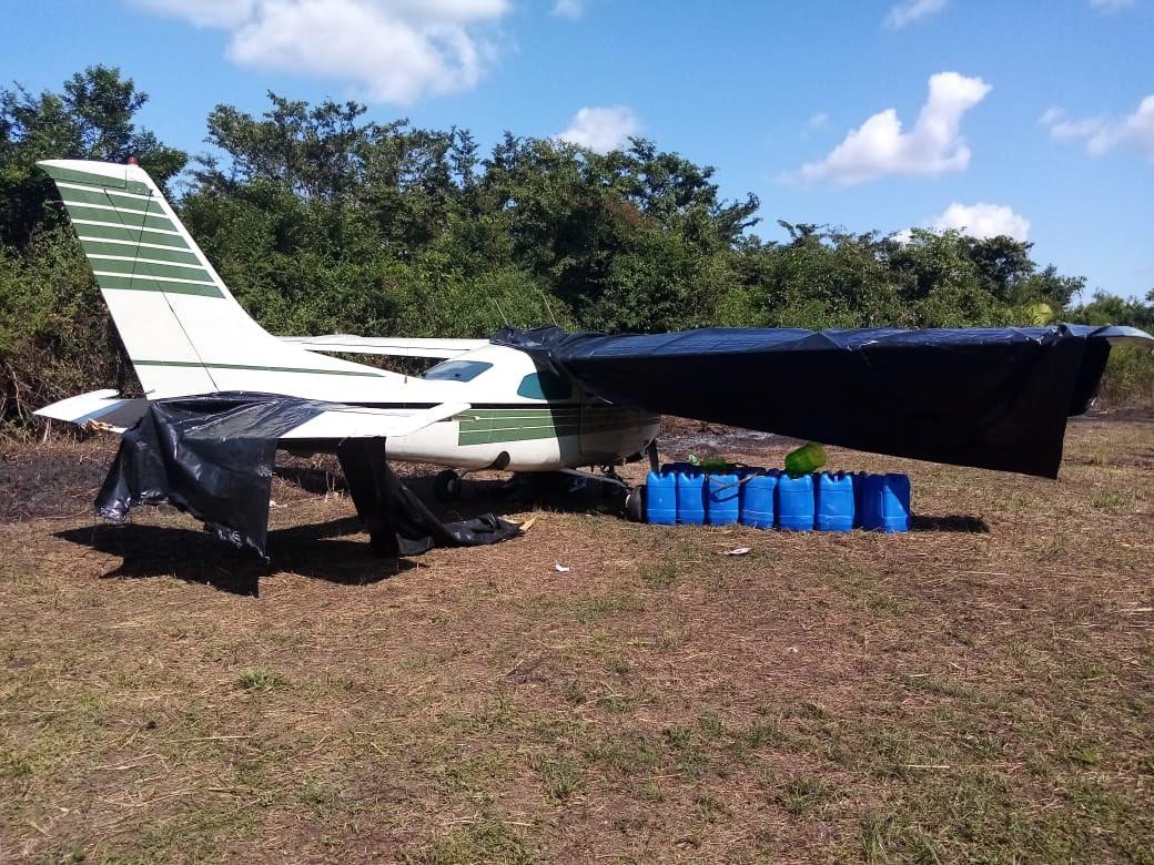 test Twitter Media - #AHORA Unidades militares del Ejército de Guatemala localizaron una aeronave abandonada en el municipio de Sayaxché, Petén. https://t.co/q0hnSQ1poB