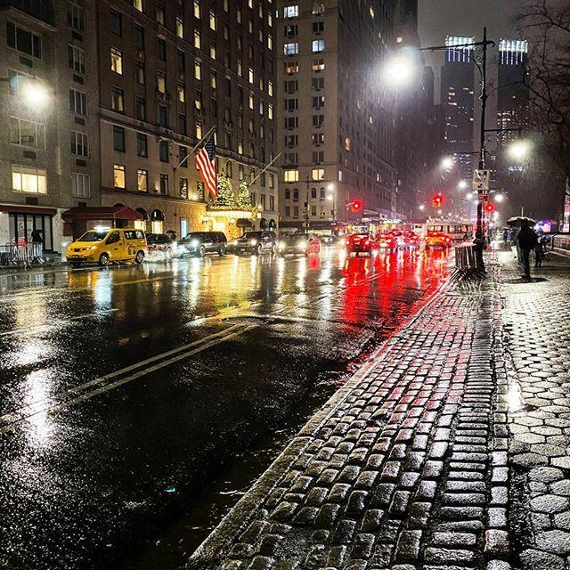 When rain is beautiful #raininnewyork #newyorkcity #citylife #skyscrapers #nyc #taillights #timeoutnewyork #manhatten #brightlights #citylights #newyorkatnight #reflections #newyorkcity2019 #newyorkgram #newyorkstreets #streetsofnewyork #virginholidays #virginatlantic #lonel…pic.twitter.com/TEyFSc2V8j