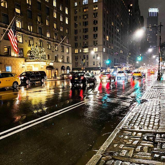 When rain is beautiful #rainynight #newyork #newyorkcity #citylife #neonlights #skyscrapers #nyc #taillights #timeoutnewyork #manhattan #brightlights #citylights #newyorkatnight #reflectiond #newyorkcity2019 #newyorkgram #newyorkstreets #streetsofnewyork #virginholidsys #vir…pic.twitter.com/37Jery0SKl