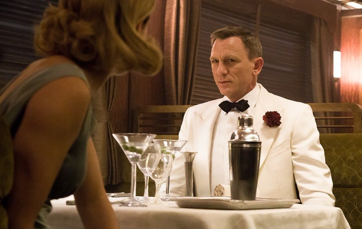 Calvin Dyson On Twitter Showing The Bf Spectre For The First Time And We Get To The Train Dinner Scene He Always Has Suits But He Never Has Luggage Https T Co Jfq3i6xfv2