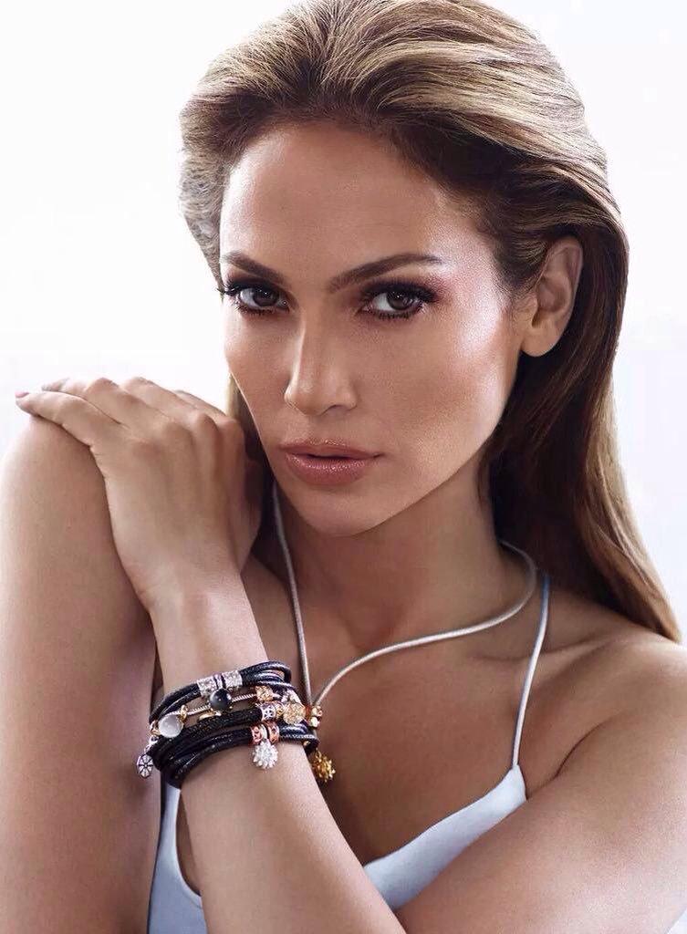 RT for Jennifer Lopez LIKE for Camila Cabello pic.twitter.com/FmvUIFnCUi