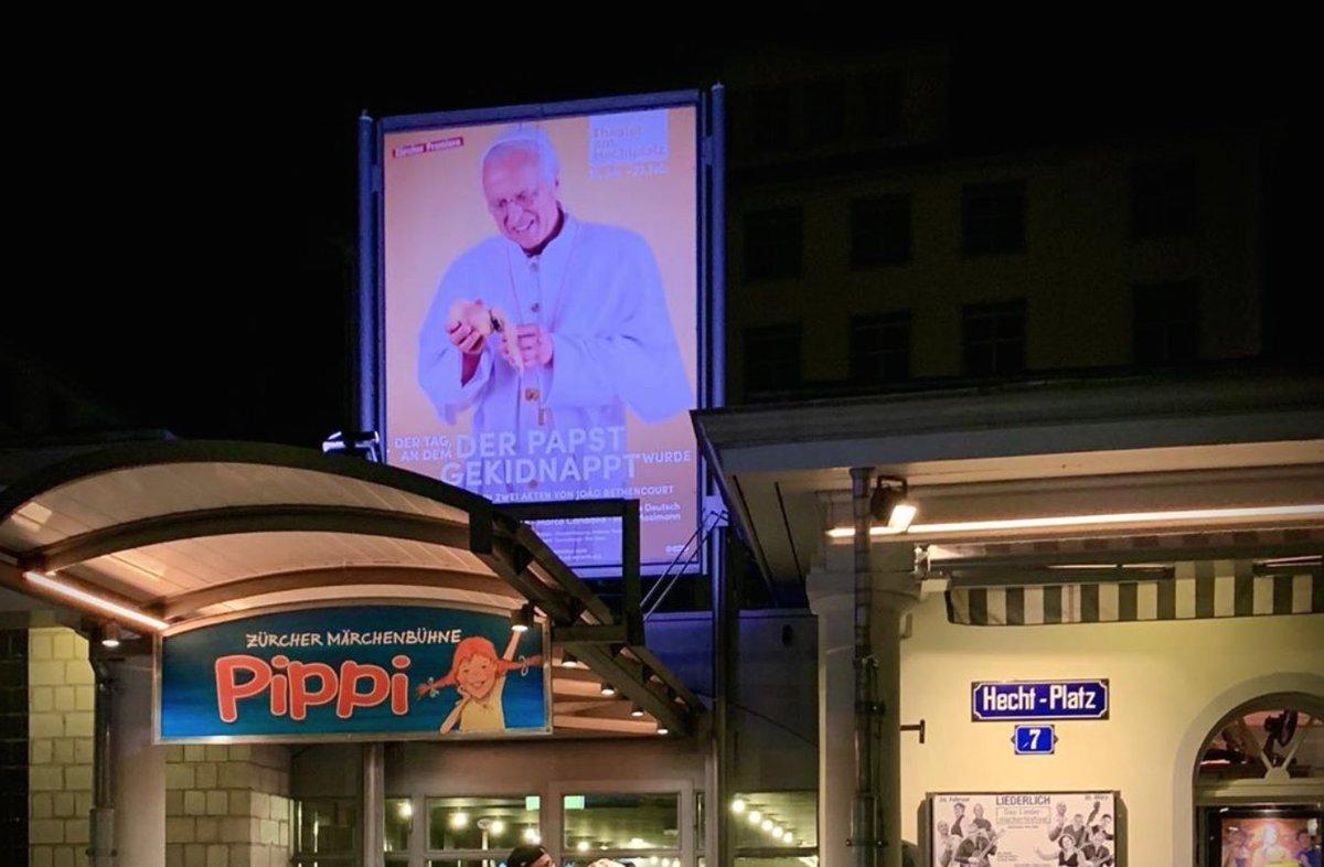 Danke Zürich! Es war uns eine Ehre.  31x haben wir den Papst am Hechtplatztheater entführt.  Danke an das tolle Hechtplatztheater-Team.pic.twitter.com/samGtYsgRu