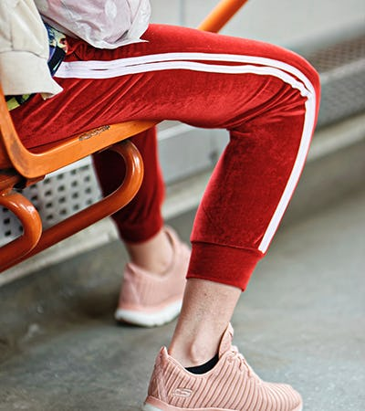 "The #athleisure trend isn't ""new"" by any means, but it sure has taken off...  Read more here ---> http://bit.ly/38QbQF4  #ElCentro #FashionTrends pic.twitter.com/ve6aLo9yYT"