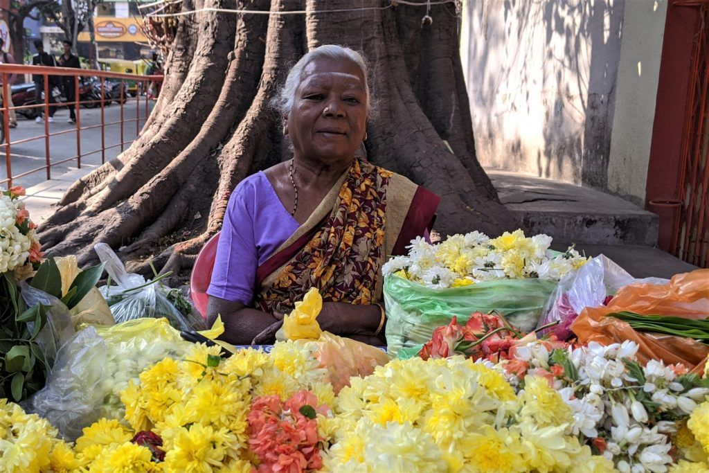 New in blog: Latest from my Faces of India series - listen to a flower seller's story  https://buff.ly/2w1yFHe  #FacesofIndia #PeopleareAweome #Peoplephotography #IncredibleIndiapic.twitter.com/hhEV6h6bhZ