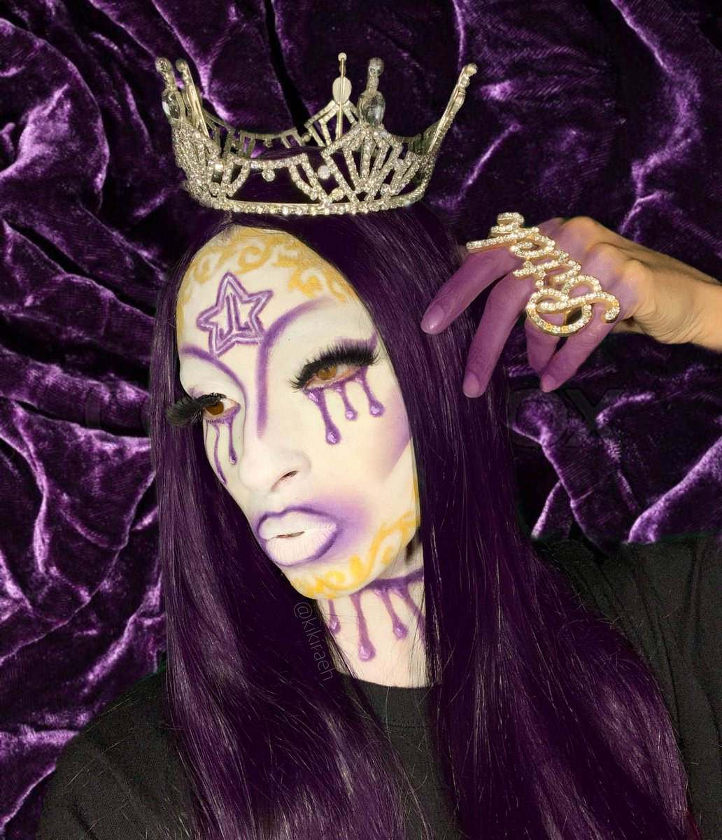 Hi @JeffreeStar I just wanted to share with you my most recent look inspired by the #BloodLust packaging, using ONLY @jeffreestarcos Alien & Jawbreaker palettes & #velourliquidlipstick in DrugLord! I hope to join the #JeffreeStarCosmetics #jeffreestarprlist one day! ⭐️💜👑