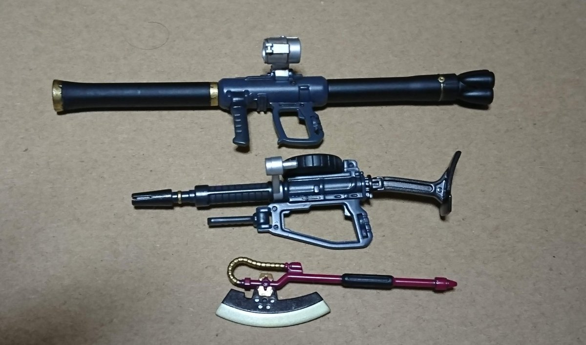 #シャア専用ザク より 武器を先に作りました(^^) #シャア と #クワトロ の  カラーで塗装。 シール貼れば終わり。 #ザクバズーカ  #ザクマシンガン  #ヒートホーク https://t.co/3wuNPK7aUR