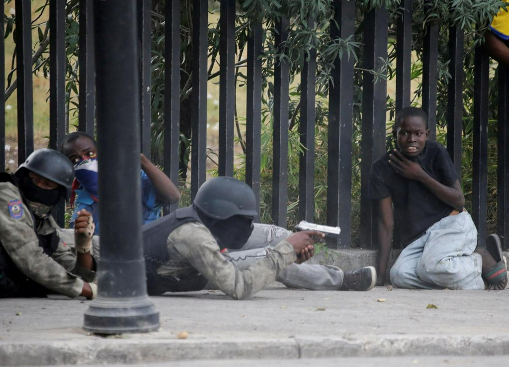 Gunfire rocks Haitian capital in Carnival police protest reut.rs/38OPioh