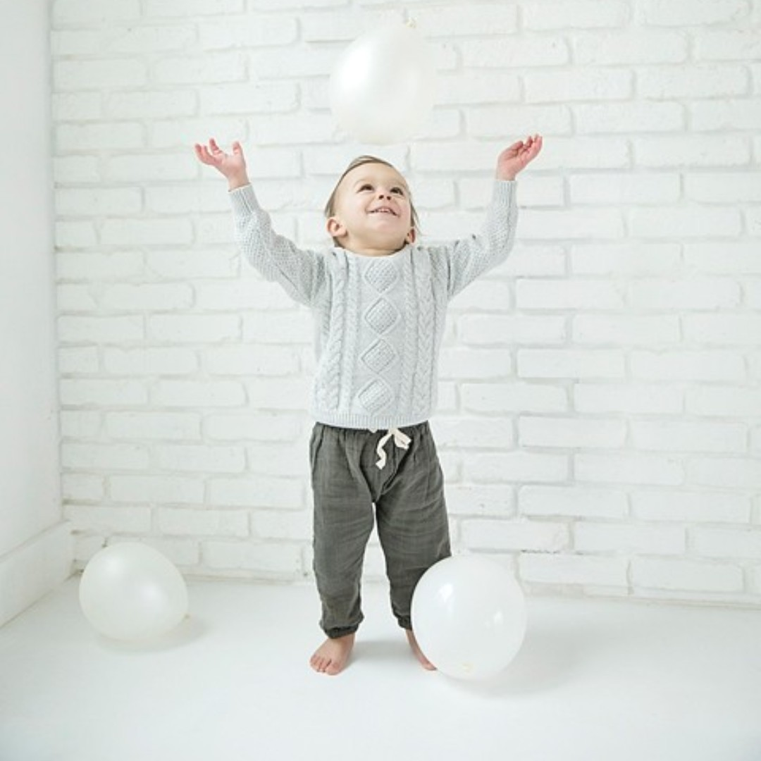 What a crazy weather day!!  Good news  - when it rains, we can always head indoors.  I love this clean, classic look inside the studio! #theredbarnphotography #naturalightstudio #portlandstudio   #clickinmoms #clickmagazine  #pixelkids #toddlervibes #childphotographypic.twitter.com/iEuAPucbAS