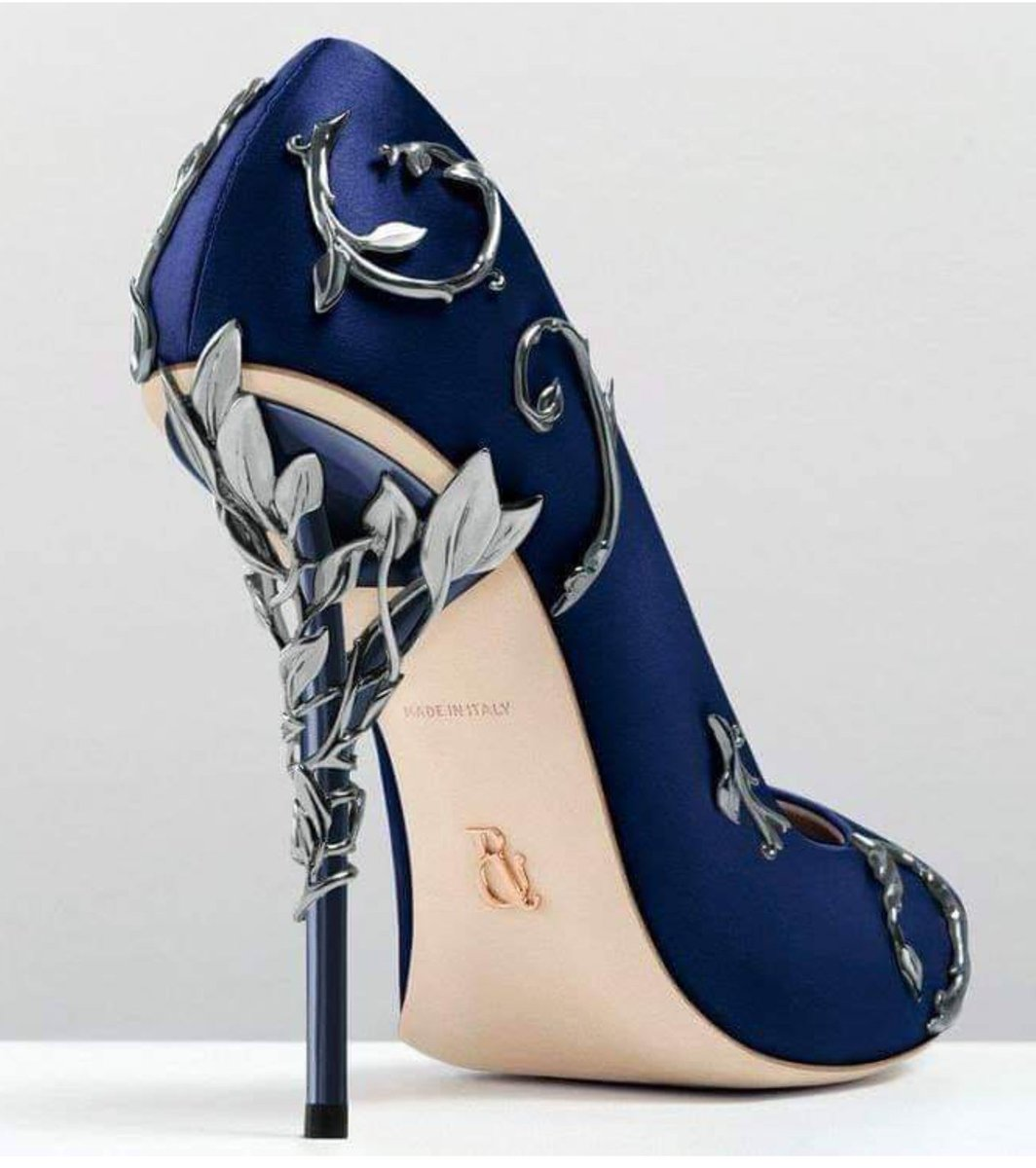 These shoes have major Lady Vex'ahlia De Rolo vibes. Elegant, beautiful, tasteful, and incredibly expensive. She could probably haggle the price down, thoughThese shoes are from Ralph & Russo.#criticalrolespoilers#Criticalrole #Vex