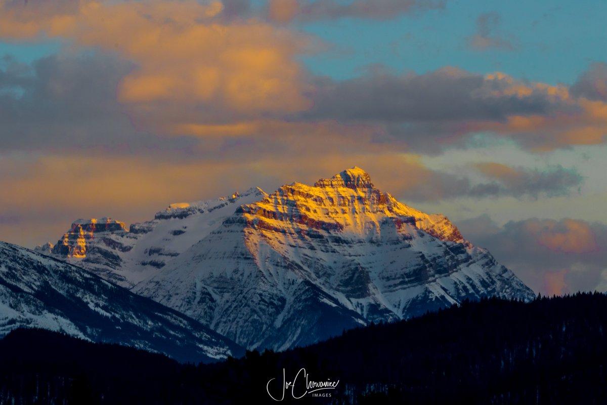 Yesterday's sunset in Jasper National Park. #yegwx #explore #sunset #nature #landscape #canon #jasper @weathernetwork @JasperNP @ParksCanada @CanonCanada