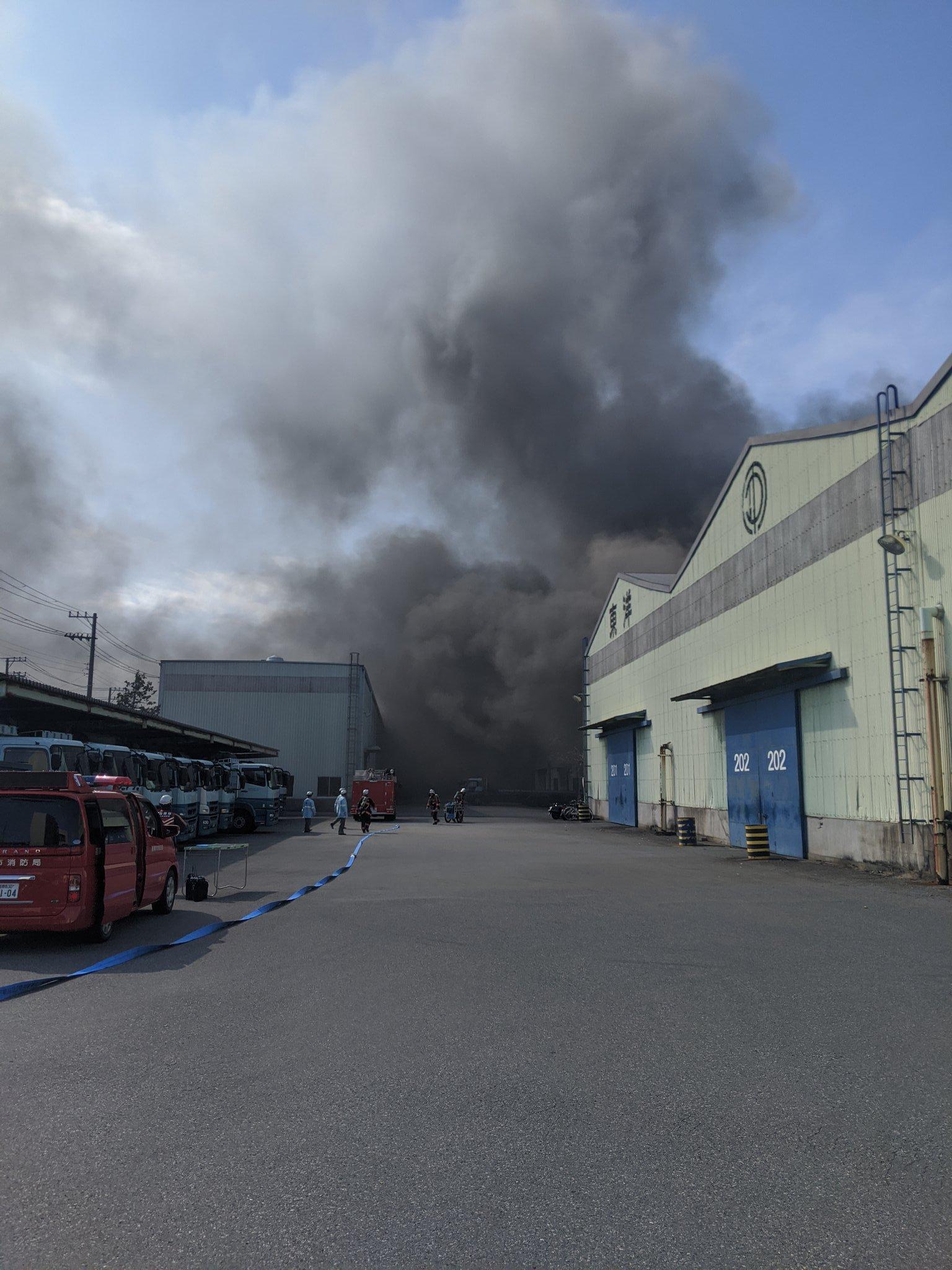 船橋市栄町の工場で火事が起きている現場の画像