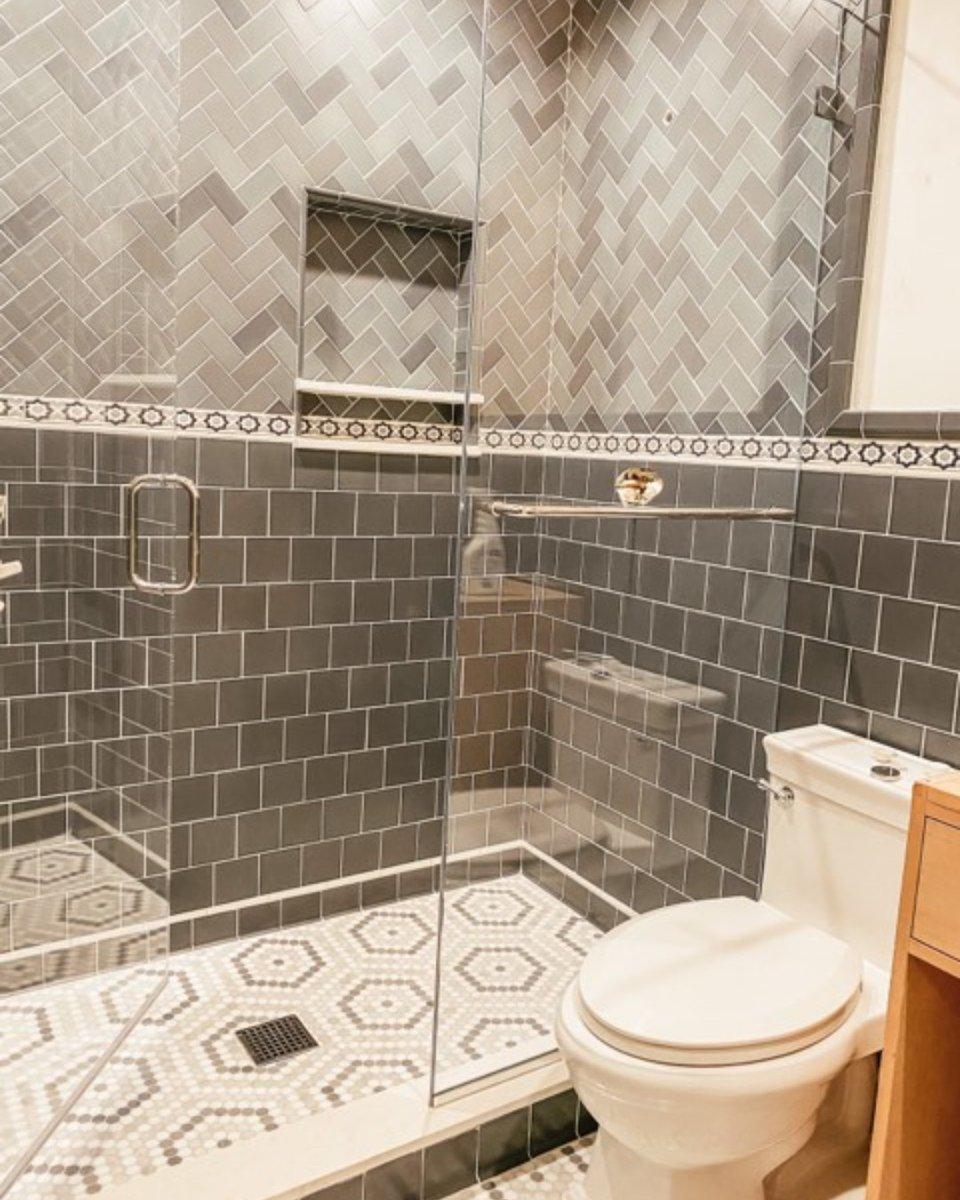 We just love a monochromatic shower!  #mixerofstyle #designmadeeasy#howyouhome #myinteriorstyletoday #howihome #gatheredhome  #dailydecordetail #mystylishspace #darlinghome #prettylittleinteriors #currentdesignsituation #newbuildjourney #myhomecrush #myhomesensepic.twitter.com/hlxRU3UlgC